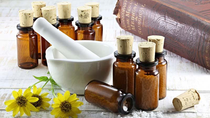 Homöopathie bei Schuppenflechte –<br>Eine schonende Behandlungsergänzung
